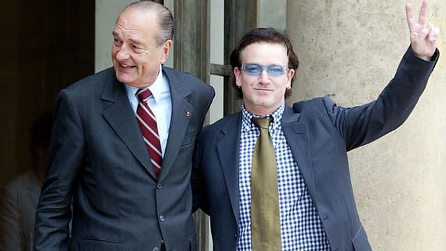Jacques Chirac et Bono en juin 2002 à la sortie de l'Elysée
