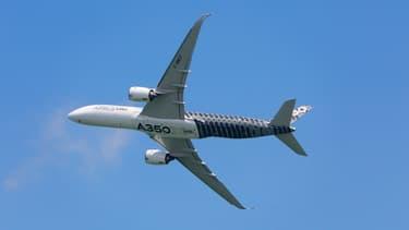 Airbus emploie 15.000 personnes en Grande-Bretagne, dans des activités comme la production d'ailes pour les avions de ligne, des satellites ou des hélicoptères.