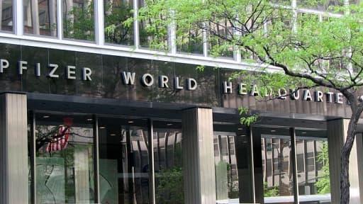 Le siège de Pfizer devrait rester à New York, mais le groupe pourrait être domicilié à Londres, selon son DG.