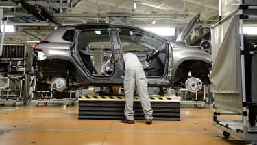 La chute des ventes de véhicules d'origine française mettrait en danger 1800 emplois sur les 5000 directement liés aux exportations vers la Grande-Bretagne.