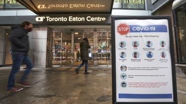 Des passants dans le centre-ville de Toronto, capitale de l'Ontario (illustration)