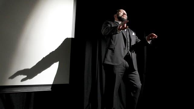 Si sa tournée rapporte des dividendes, Dieudonné financera indirectement la lutte contre les discriminations et le racisme.