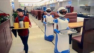 """Entre 2014 et 2015, en Chine de nombreux restaurants ont """"embauché"""" des robots."""