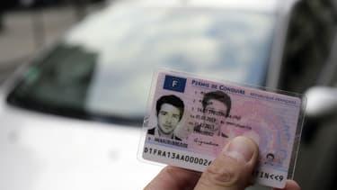 Pour obtenir leur certificat d'examen du permis de conduire, les tout nouveaux conducteurs doivent signer une charte de bonne conduite.