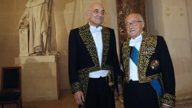 Max Gallo (à gauche) avec l'historien Alain Decaux.