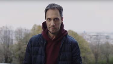 """Grand Corps Malade dans le clip de """"Pas essentiel"""""""