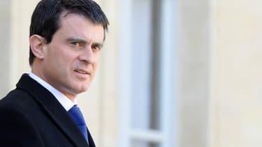 Le Premier ministre Manuel Valls a prévenu le patronat que les baisses de charges et d'impôts promises par le gouvernement ne seraient pas octroyées avant 2016 et 2017.