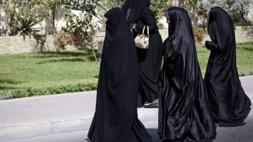 Image d'illustration de femmes marchant en Iran, le 14 juin 2013