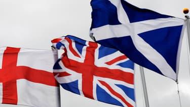 Les drapeaux de l'Angleterre, du Royaume-Uni et de l'Ecosse.