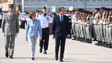 Le président de la République, la ministre des Armées Florence Parly et le chef d'état-major des Armées François Lecointre sur la base aérienne d'Istres, le 20 juillet 2017.
