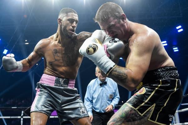 Tony Yoka (à gauche) lors de son combat contre Michael Wallisch en septembre 2019