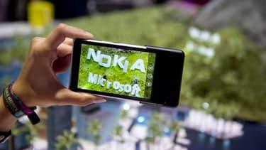 Nokia reviendra dans la téléphonie mobile en cédant sa marque à des industriels partenaires.