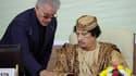 Mouammar Kadhafi et son ancien chef du protocole, Nouri al Mismari, en août 2009