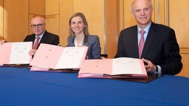 L'accord entre Michelin et Faurecia a été signé en présence de la Secrétaire d'Etat Agnès Pannier-Runacher, entourée de Patrick Koller, de Faurecia (à gauche sur la photo) et de Florent Menegaux (à droite sur la photo)