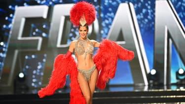 Iris Mittenaere représente la France au concours de Miss Univers qui se tient à Manille pour l'édition 2017