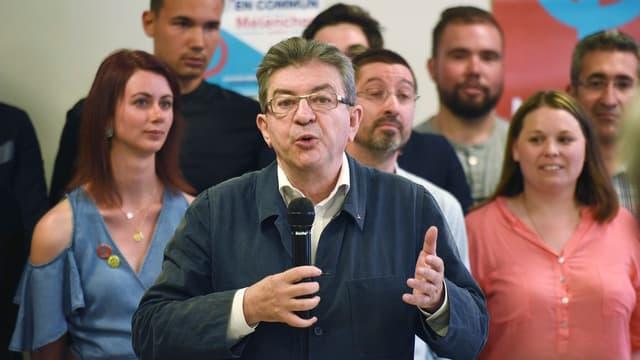 Jean-Luc Mélenchon virulent à l'égard de Bernard Cazeneuve.