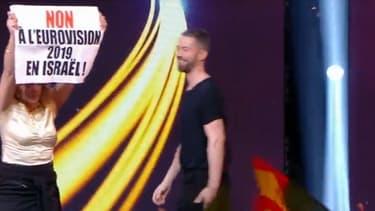 """L'une des manifestants qui ont brièvement envahi le plateau de """"Destination Eurovision"""", samedi 20 janvier 2019"""