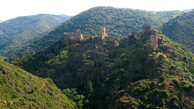 Vue du château de Lastours