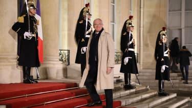 """Emmanuel Macron """"envisage, sur proposition du Premier ministre, de renouveler Jean-Bernard Lévy en qualité de président-directeur général d'EDF"""