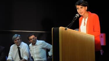 La ministre de l'Education nationale Najat Vallaud-Belkacem prononce un disocurs en présence de Manuel Valls et de Stéphane Le Foll, le 12 mai 2015 à Cenon