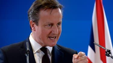 David Cameron voit le rêve français comme des pertes d'emplois catastrophiques, une baisse du niveau de vie, une dette à faire pleurer et la chute rapide de tout espoir en notre avenir.