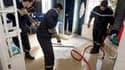 A Aytré, en Charente-Maritime. Christine Lagarde annonce l'extension de 10 à 30 jours - soit jusqu'au 31 mars - du délai de déclaration des sinistres indemnisés dans le cadre du régime de catastrophes naturelles, afin d'aider les victimes de la tempête Xy