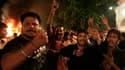 Colère d'habitants de Lahore au Pakistan après l'explosion de trois bombes qui ont fait au moins 20 morts et 170 blessés lors d'une procession chiite. Deux kamikazes ont mis leur charge à feu dans la foule, selon la police. /Photo prise le 1er septembre 2