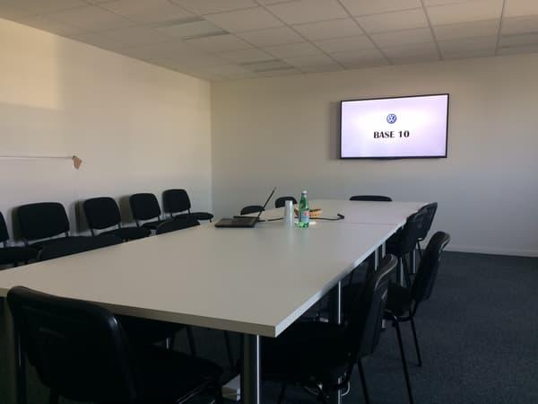 Une salle de réunion ouverte au coworking