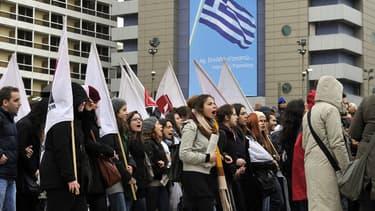 7 février 2012: manifestation de jeunes Grecs devant le Parlement national à Athènes, contre les mesures d'austérité du gouvernement grec.