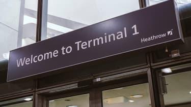 L'aéroport d'Heathrow accueille plus de 75 millions de voyageurs chaque année.