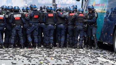Selon les syndicats, 200 policiers ont été blessés mardi lors d'affrontements avec les casseurs à Paris. - Dominique Faget - AFP
