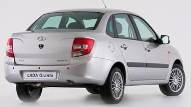 La Lada Granta est encore plus abordable que la Logan et la Sandero de Dacia.