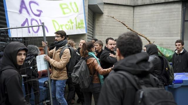 Des affrontements ont eu lieu ce lundi entre des manifestants et des policiers à l'Université Grenoble Alpes.