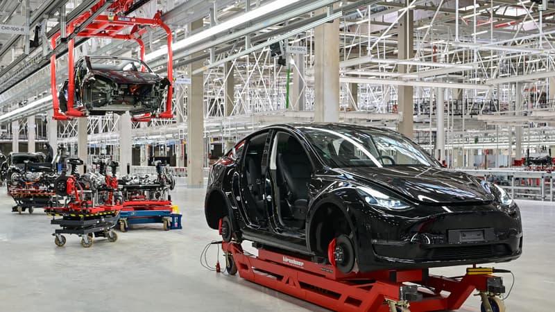 Regarder la vidéo Comment Tesla réussit à produire malgré la pénurie de semi-conducteurs
