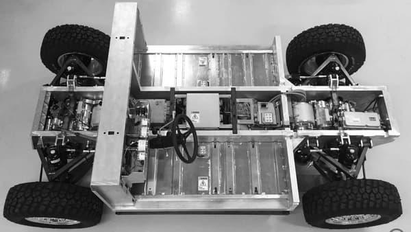 Les batteries sont nichées dans le châssis en aluminium. Elles ne prennent ainsi pas de place dans l'habitacle.