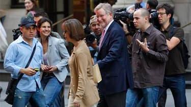 William Taylor, l'un des avocats de Dominique Strauss-Kahn, devant l'immeuble de Manhattan où l'ancien directeur général du FMI est assigné à résidence. Les avocats de l'ex-favori à l'élection présidentielle française ont déclaré qu'aucun représentant de