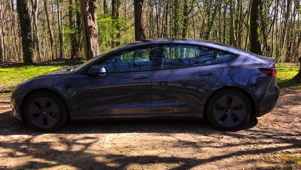 La berline compacte de Tesla a vu son prix baisser récemment.