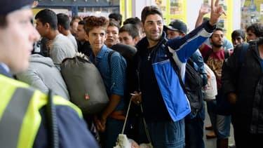 Des réfugiés à l'intérieur d'une gare de Munich