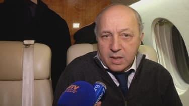 Laurent Fabius, dans l'avion pour Kiev dans la nuit de mercredi à jeudi.