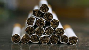Les buralistes sont venus de toute la France pour manifester contre le paquet de cigarettes à 10 euros