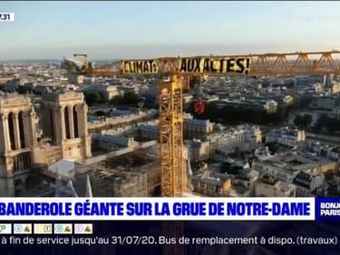 """""""Climat, aux actes!"""": Greenpeace déploie une banderole en haut de la grue de Notre-Dame"""