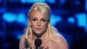 """Britney Spears reçoit le trophée de """"l'artiste pop préféré"""" lors de la 40ème cérémonie de People's Choice Awards, à Los Angeles, le 8 janvier dernier."""