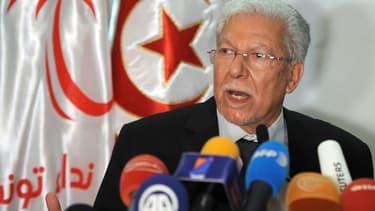 Le secrétaire général de  Nidaa Tounès, Taïeb Baccouche, donnant une conférence de presse le 26 octobre à Tunis