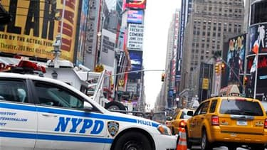 Véhicule de la police new-yorkaise à Times Square, lundi. L'attentat manqué à la voiture piégée samedi soir au coeur de New York a de plus en plus les allures d'un complot impliquant plusieurs personnes avec des ramifications à l'étranger, écrit le Washin