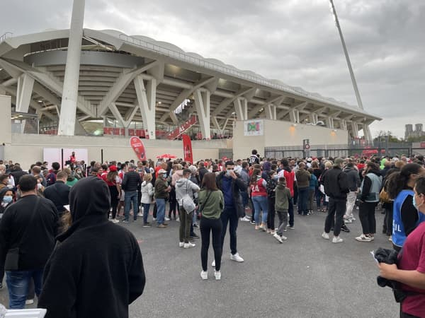 La foule à Reims pour la première de Messi