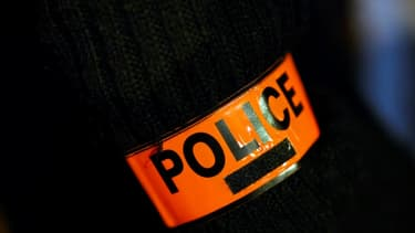 Un policier de la brigade anti-criminalité (BAC) du XVIIIe arrondissement de Paris a été condamné lundi à huit ans d'emprisonnement pour corruption et trafic de stupéfiants notamment