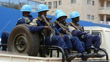 Des casques bleus de la Minusca patrouillent à Bangui, en Centrafrique, en octobre 2014.