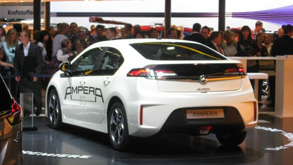 L'Opel Ampera et la Chevrolet Volt ont été élues Voitures de l'Année 2012.