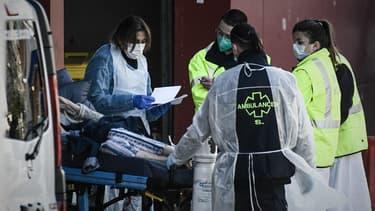 Une équipe médicale à l'hôpital de Créteil le 1er avril 2020