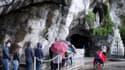 L'entrée de la grotte de Lourdes où serait apparue la Vierge à Bernadette Soubirous, selon la tradition catholique.